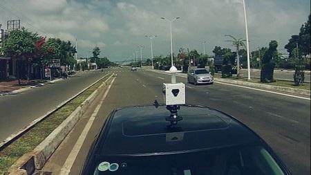 Thiết bị phần cứng gắn trên xe để đi thu thập hình ảnh