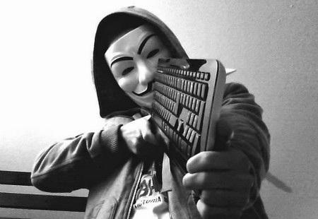 """Nhiều người lo ngại hành động tự phát của một nhóm người sẽ kích hoạt một cuộc """"chiến tranh mạng"""" mà Anonymous sẽ nhắm vào Việt Nam"""