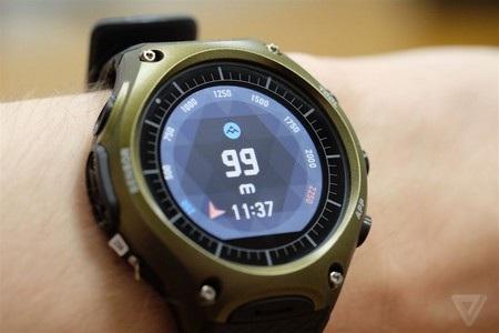 """WSD-F10 có thiết kế """"hầm hố"""" đúng theo phong cách """"nồi đồng cối đá"""" của chiếc smartwatch này"""