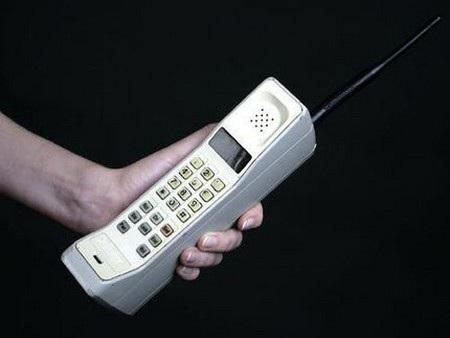 """Những chiếc điện thoại Motorola """"vang bóng một thời"""" - 1"""