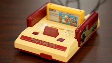 Máy chơi game 4 nút từng rất phổ biến tại Việt Nam thập niên 90 thế kỷ trước và gắn liền với tuổi thơ của không ít người