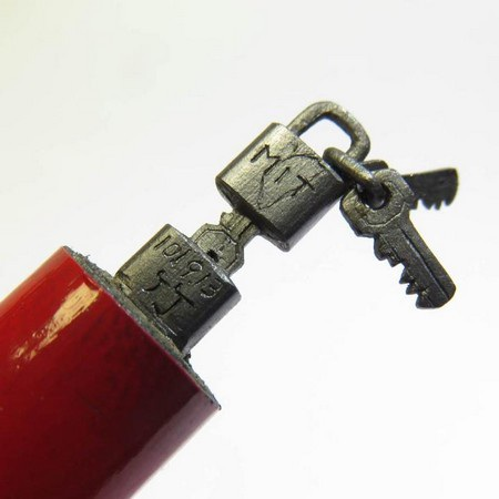 Chìa và ổ khóa