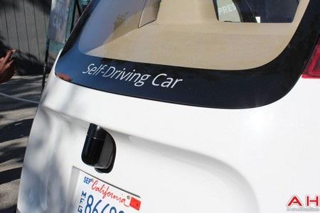 Các cảm biến được trang bị ở trước và ở sau của xe
