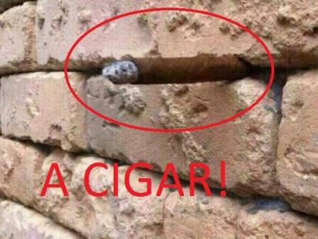 Một điếu xì gà được nhét vào khe hở trên bức tường nhưng không nhiều người có thể nhận ra