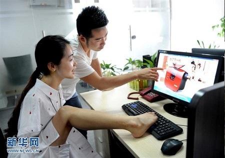 Yang có thể dùng chân để sử dụng điện thoại, máy tính