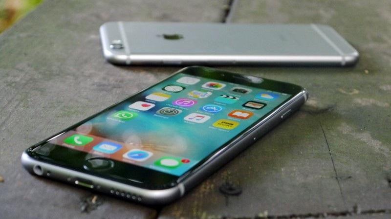Sự sụt giảm doanh số của iPhone kéo theo sự sụt giảm doanh thu của Apple trong quý vừa qua