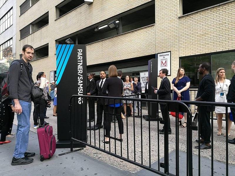 Từ 9h sáng, đã có nhiều người thuộc giới truyền thông tới nơi diễn ra sự kiện của Samsung.