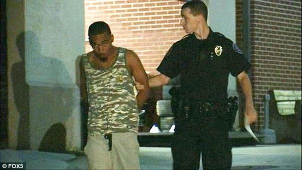 Asa North bị cảnh sát bắt giữ vì đã để lại hai con gái trong xe hơi giữa trời nắng khiến các bé tử vong