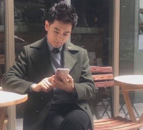 Hình ảnh mới được chia sẻ của Lâm Chí Dĩnh cho thấy anh đang chụp cùng smartphone nhiều khả năng là iPhone 7 Plus