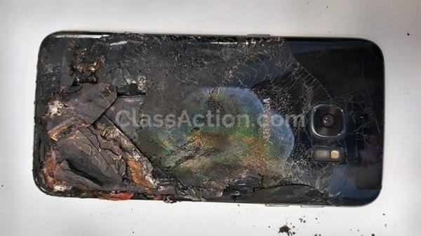 Chiếc Galaxy S7 edge của Remirez bất ngờ bốc cháy khiến ảnh bị bỏng nặng ở chân