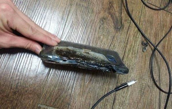 Một chiếc smartphone Galaxy Note7 bị bốc cháy do pin