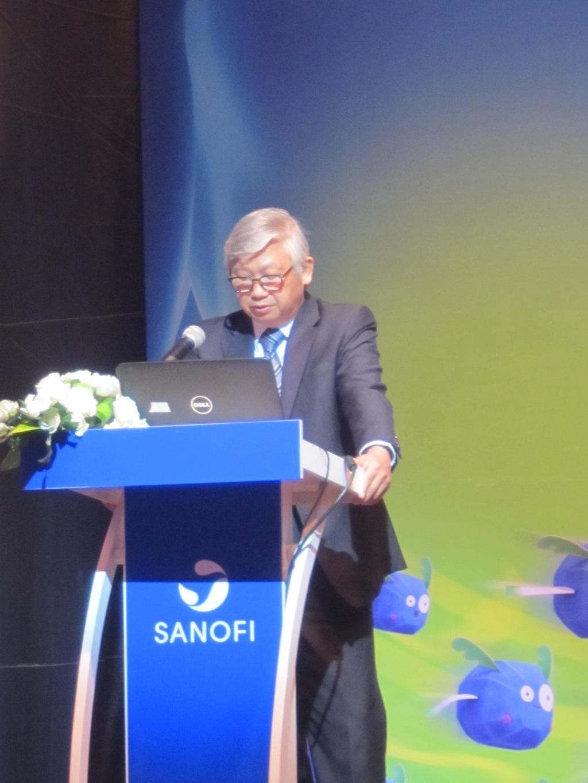 GS. TS. BS. Nguyễn Gia Khánh trình bày tại hội thảo