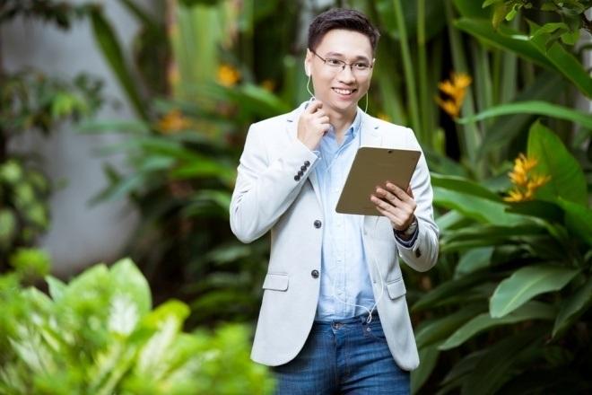 Nhờ có thể cùng lúc thao tác nhiều tác vụ, các công việc bàn giấy được giải quyết nhanh chóng, Mike Trần có nhiều thời gian hơn cho các ý tưởng mới của mình.
