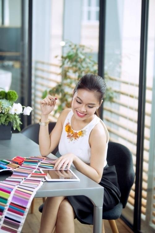 Luôn biết cách làm mới mình, không chỉ trong âm nhạc mà cả phong thái đẳng cấp cho mỗi lần xuất hiện, Giang Hồng Ngọc chia sẻ Samsung Galaxy Tab S2 đã giúp cô rất nhiều trong công việc bởi tính đa năng, đa nhiệm của chiếc máy tính bảng siêu mỏng này.