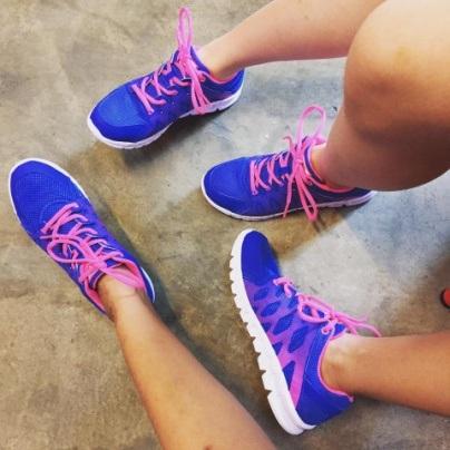 Nhiều bạn trẻ mang giày đôi và khoe ảnh #shoesfie rất dễ thương
