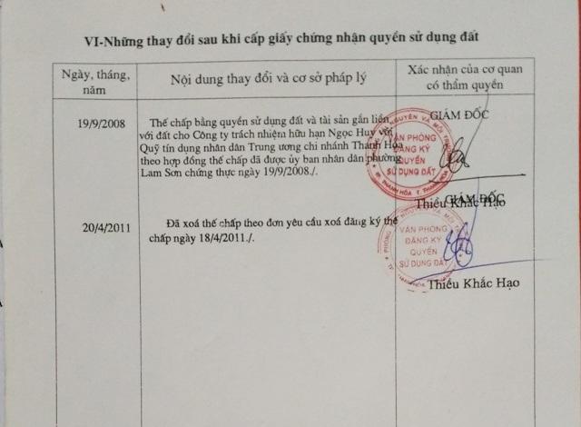 Trong thời gian sổ đỏ AG 725761 chưa được xóa thế chấp tại quỹ tín dụng (trước ngày 18/4/2011), UBND thành phố Thanh Hóa đã sơ suất cấp sổ đỏ mới BĐ 473970 cho bà Cúc trái quy định