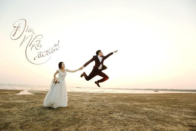 """Chú rể """"phụ hồ"""" hạnh phúc bên cô dâu sơn cước trong đám cưới 1,3 triệu đồng - 8"""