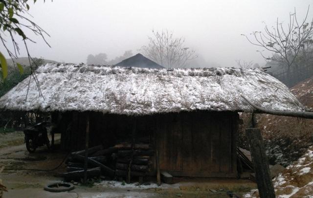 Tuyết rơi phủ trắng bản làng ở Thanh Hóa - 1