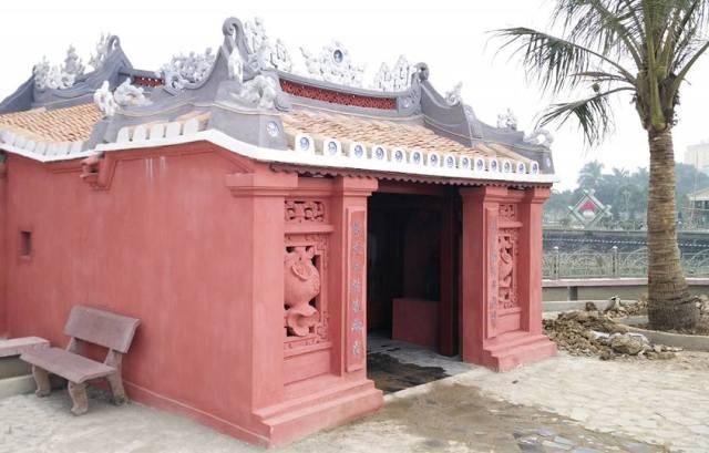 Màu sơn chủ đạo chùa Cầu Hội An tại Thanh Hóa là màu son đỏ giống với màu sơn khi còn mới của chùa Cầu Hội An. Trên mái cũng lợp ngói âm dương che kín cả cây cầu