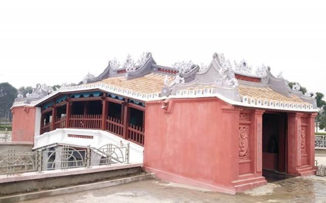 Phiên bản chùa Cầu Hội An tại Thanh Hóa được xây dựng trong công viên Hội An (TP. Thanh Hóa) với chiều dài 10m, rộng 4m, lòng cầu 2,2m. Bên cạnh cầu có khu nhà thờ giống phiên bản thật có diện tích 3X3m.