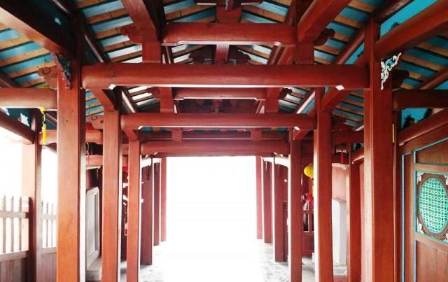 Vật liệu xây dựng cầu chủ yếu là gỗ, gạch, ngói, xi măng... tất cả được thiết kể thu nhỏ theo phiên bản gốc của chùa Cầu Hội An