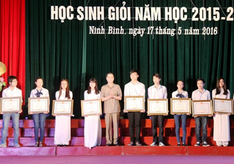 Ninh Bình trao thưởng cho 200 học sinh giỏi quốc gia, đạt giải tại các kỳ thi - 1