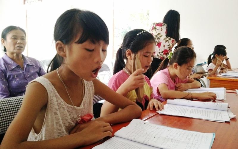 Lớp học dạy hát xẩm mở ra mỗi dịp hè thu hút nhiều em học sinh tham gia