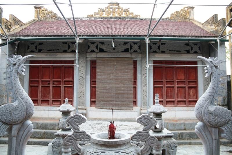 Đình phục dựng lại vẫn có Tiền đường, Hậu cung và 2 bên tả hữu thờ gia tiên. Tất cả các chi tiết chính xây đình đều bằng đá xanh nguyên khối, do chính các nghệ nhân là con em trong làng chế tác và tự nguyện đóng góp xây dựng.