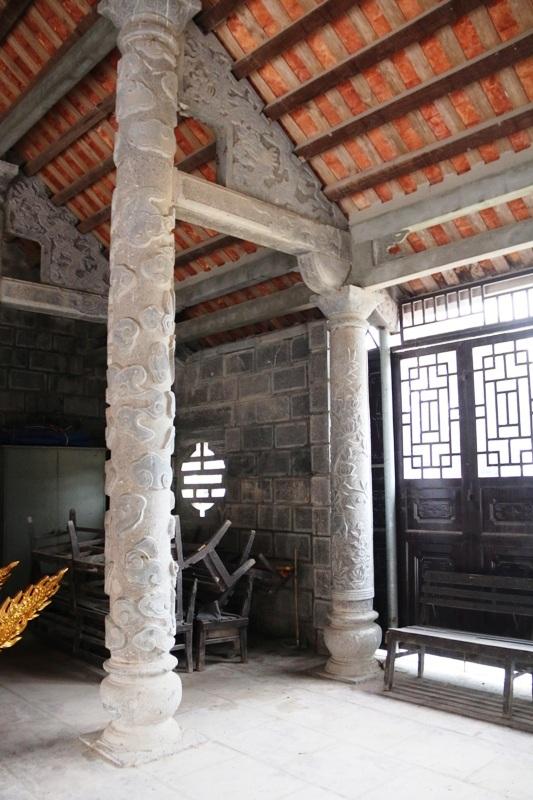 Một góc trong ngôi đình đá độc đáo bậc nhất cố đô Hoa Lư (Ninh Bình).