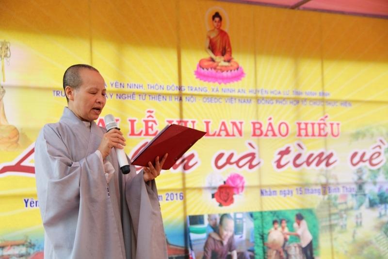 Lễ Vu lan tại chùa Yên Ninh, nơi nuội dạy hàng trăm đứa trẻ mồ côi, bị bỏ rơi.