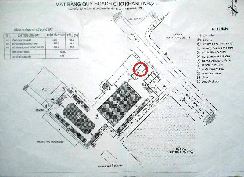 Mặt bằng quy hoạch chợ Khánh Nhạc , vòng tròn đỏ là diện tích đất 35 m2 của gia đình bà Hiềng, khi bị thu hồi sẽ được xây dựng ki ốt hàng bách hóa để cho thuê.