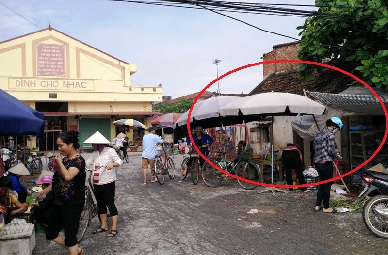 Thửa đất bà Lê Thị Tứ được chính quyền cấp (vòng tròn đỏ) bên chợ Nhạc cùng đợt với nhiều gia đình chính sách khác, những gia đình khác được cấp sổ đỏ còn đất gia đình bà bị biến thành đất mượn bị thu hồi.