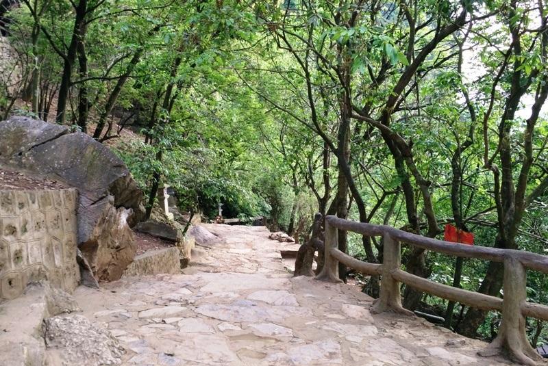 Cảnh đẹp thoáng mát tiên cảnh trong không gian chùa Bái Đính cổ