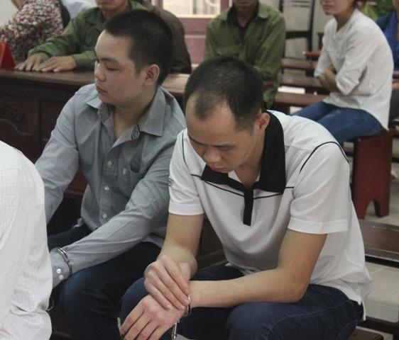 Bị cáo Đạt (trái), bị cáo Cường tại phiên tòa phúc thẩm