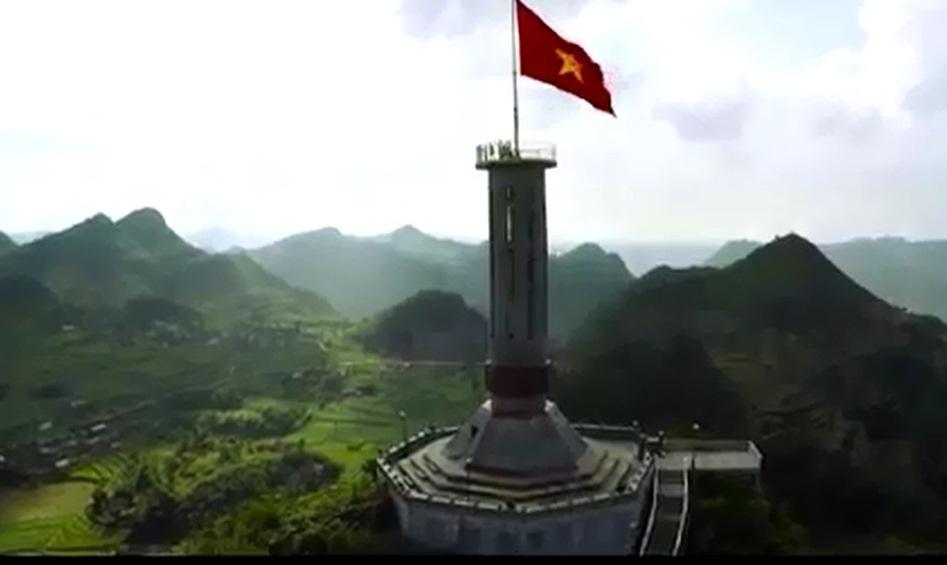Lá cờ đỏ sao vàng tung bay trong clip Welcome to Vietnam