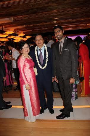 Bà Phan Thúy Thanh cùng chồng, Đại sứ Trần Ngọc Thạch, trong Lễ hội Việt Nam đầu tiên ở Trung Đông, tổ chức tháng 10/2013 tại UAE