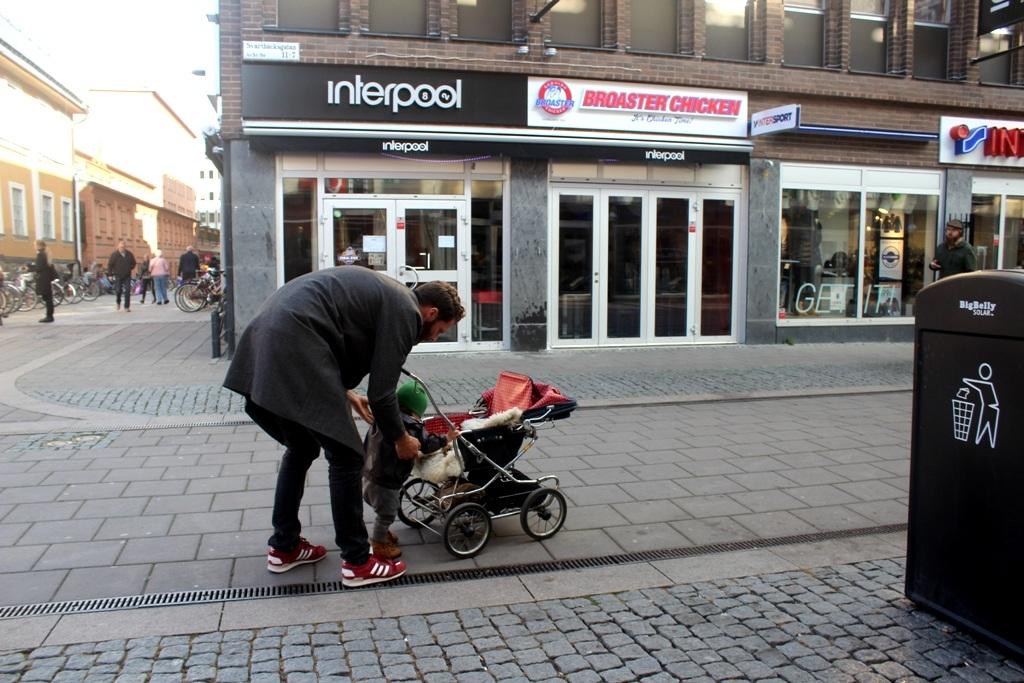 """Đàn ông Thụy Điển:  """"Giúp vợ việc nhà, chăm con là điều hạnh phúc"""" - 6"""