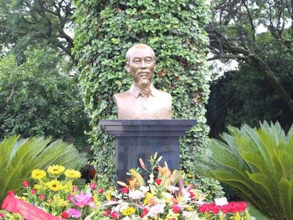 Tượng đài Bác Hồ trong khuôn viên Đại sứ quán Việt Nam tại Mexico. (Ảnh: Việt Hòa/Mexico)