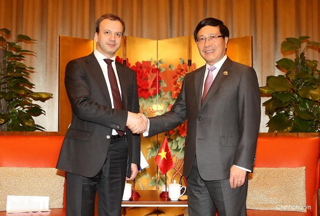 Phó Thủ tướng, Bộ trưởng Ngoại giao Phạm Bình Minh gặp Phó Thủ tướng Liên bang Nga Arkady Dvorkovich (Ảnh: BNG)