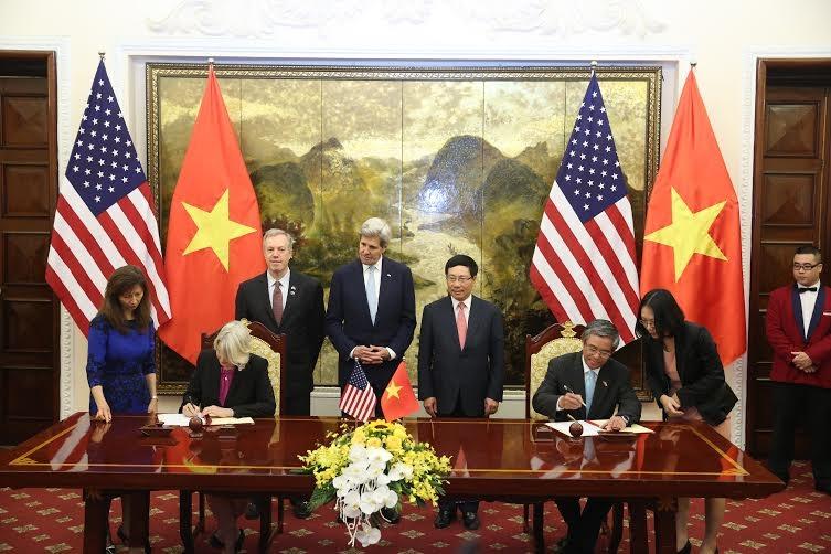 Lễ ký kết Hiệp định khung cho phép các tình nguyện viên của Mỹ vào dạy tiếng Anh ở Việt Nam