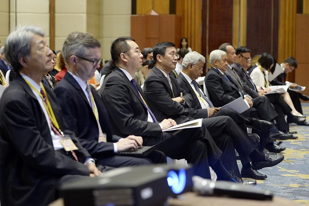 Hơn 100 luật gia trong và ngoài nước tham dự hội thảo (Ảnh: Mạnh Thắng)