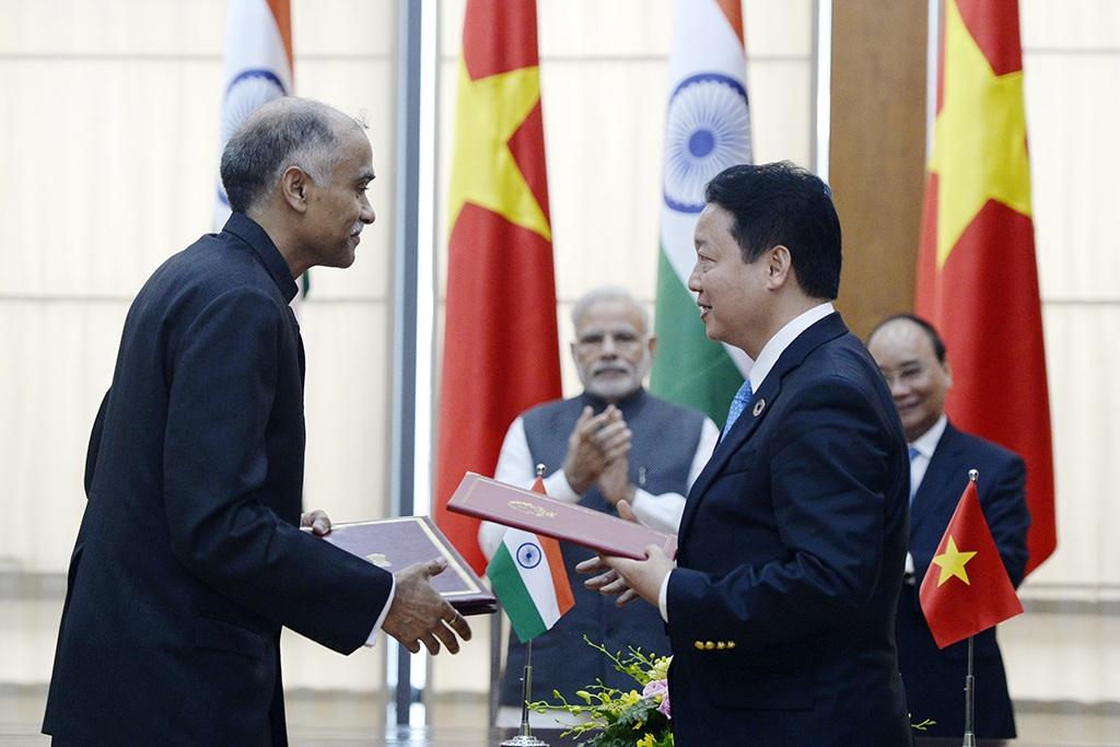 Hai Thủ tướng chứng kiến lễ ký kết của nhiều hiệp định và bản ghi nhớ hợp tác quan trọng giữa hai nước