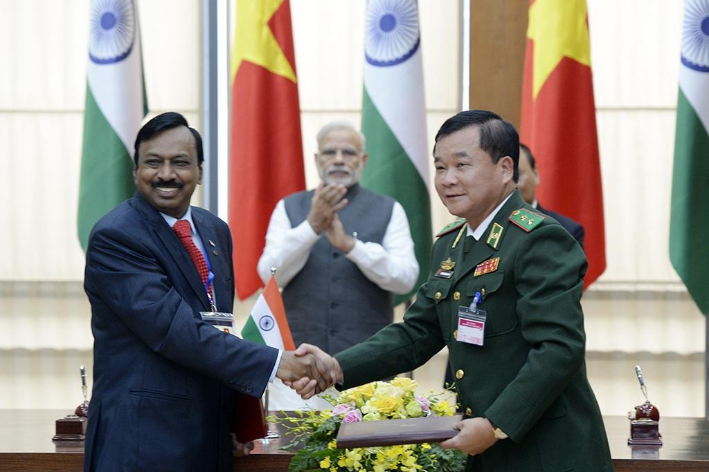 Ký kết hợp đồng về việc Ấn Độ sẽ đóng 4 tàu tuần tra cao tốc cho Việt Nam