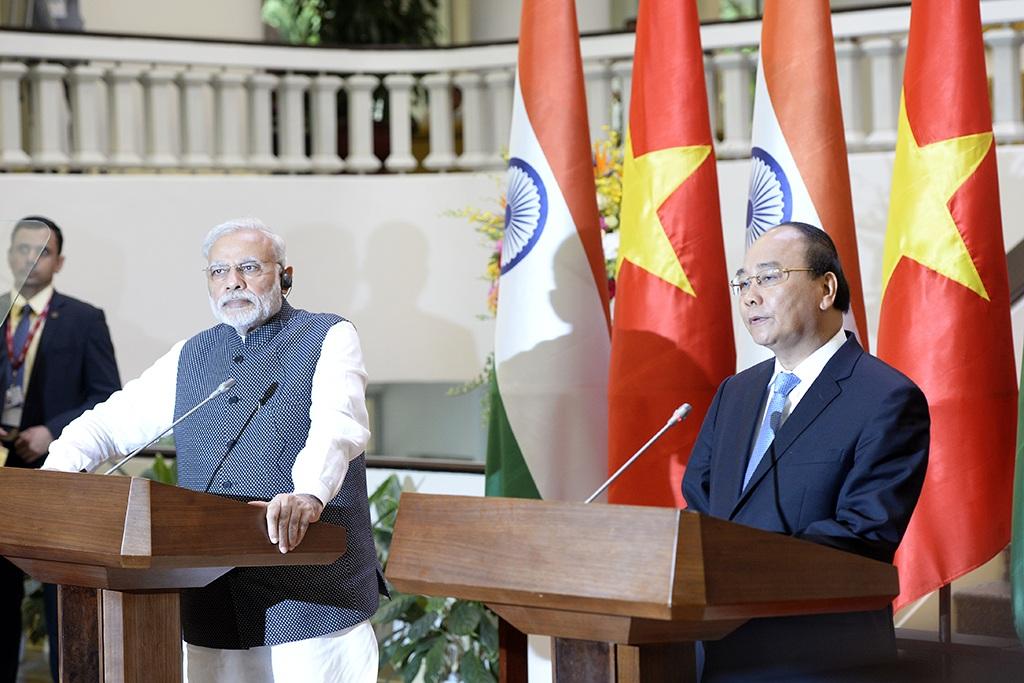 Thủ tướng Nguyễn Xuân Phúc và Thủ tướng Modi tại cuộc họp báo sáng nay