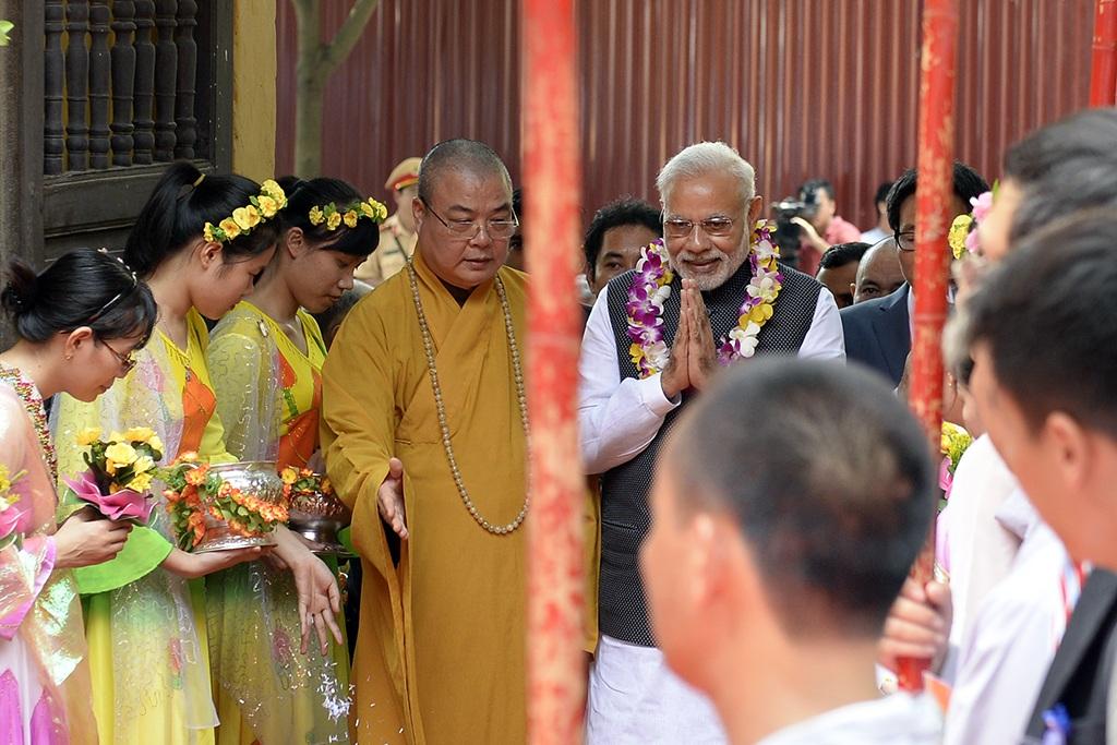 Trong buổi họp báo trước chuyến thăm của ông Modi, Đại sứ Ấn Độ tại Việt Nam cho biết, Phật giáo là một trong những cầu nối văn hóa giữa hai quốc gia. Hàng năm nhiều Phật tử Việt Nam sang chiêm bái các di tích Phật giáo ở Ấn Độ. Hai bên cũng có nhiều hoạt động giao lưu về tôn giáo.