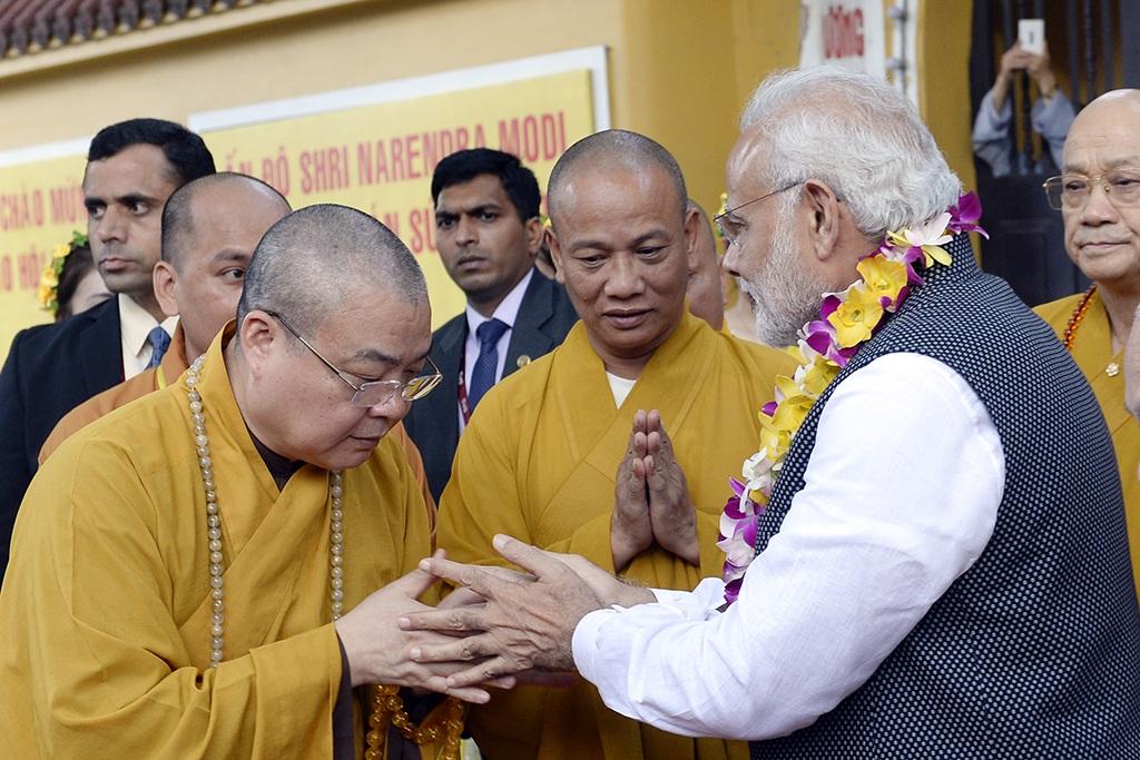 Thủ tướng Ấn Độ thành kính dâng hương tại chùa Quán Sứ - 6