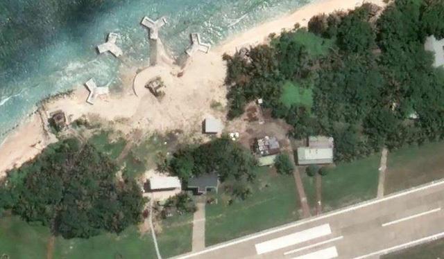 Hình ảnh về những cơ sở mà Đài Loan đã xây trái phép trên đảo Ba Bình. (Ảnh: Google Earth)