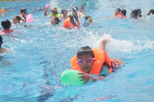 Dịp hè nên cho trẻ kết hợp hài hòa giữa học tập và vui chơi.
