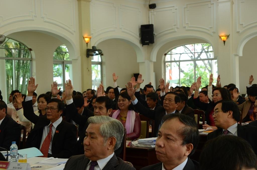 Các đại biểu đồng ý thông qua các nghị quyết
