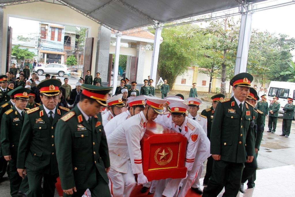Linh cữu Thượng tướng Nguyễn Chơn được đưa về quê nhà